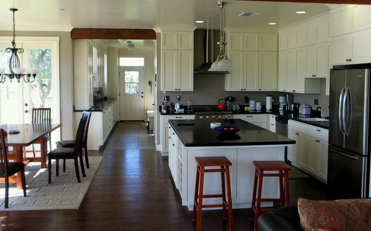 Madson design project gallery custom home farmhouse for Kitchen dining room layout ideas